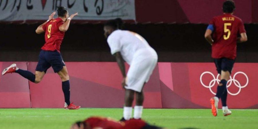 فرحة لاعبي إسبانيا بعد فوزهم المثير