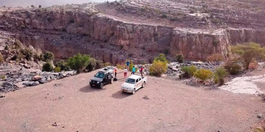 وثق الرحالة العُمانيون مغامرتهم بالقرب من قرية صفي الصحراء بالجبل الأخضر بمحافظة الداخلية