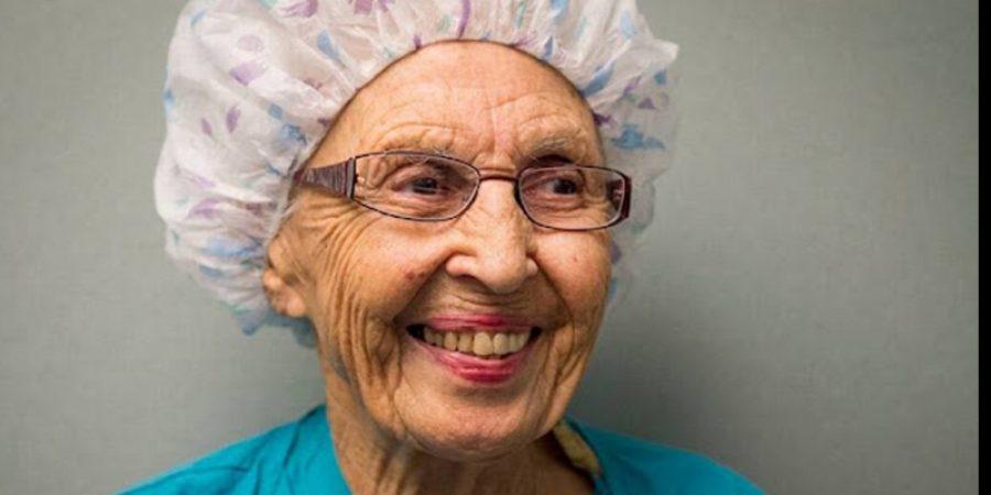 الممرضة الأميركية تقاعدت في السادسة والتسعين من عمرها.