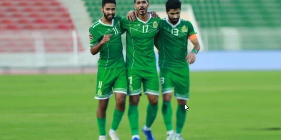 الرزيقي يحتفل بهدفه الأول مع زملائه